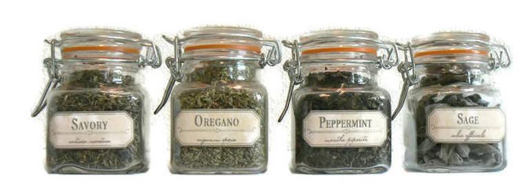 Gedroogde aromatische kruiden destilleren: Salie